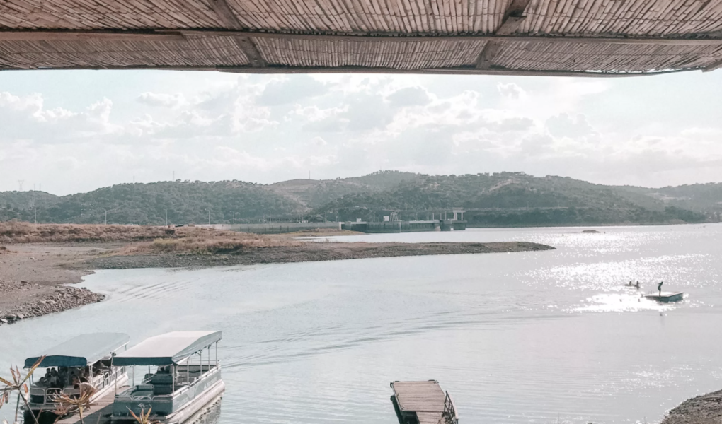 O maior lago artificial da Europa e a ilha da Reconciliação